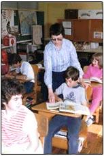Soeur Angèle Robichaud et ses élèves à Buttes-Amirault, N.-É. (1985)