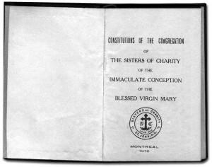 Livre en anglais des constitutions des Sisters of Charity of the Immaculate Conception utilisé à Memramcook par les religieuses autant francophones qu'anglophones.