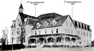 Académie NDSC avec ses agrandissements jusqu'en 1905.
