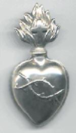 Coeur en argent porté jusqu'à l'abandon du premier costume religieux en 1959.