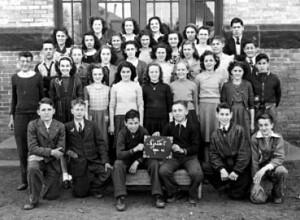 Classe de 8e année de soeur M.-Colombe à l'École Essex, 1945.