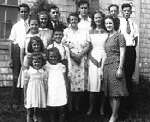 Famille acadienne typique des années 1930.