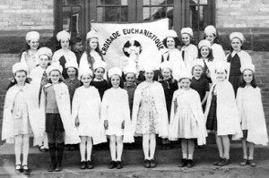 Membres de la Croisade eucharistique : élèves de 5e annéede soeur M.-Émilie à l'école Essex (1947-1948).