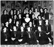 Soeur M.-Léonide (Gertrude Godbout) et ses élèves en 1948