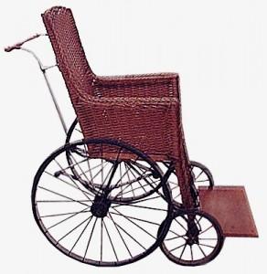 Premier fauteuil roulant de la Congrégation en usage à l'infirmerie de la Maison mère Saint-Joseph et de la Maison mère de Moncton.