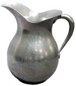 Un pot à lait en usage à la Maison mère de Saint-Joseph.