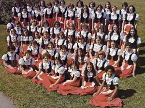 Chorale Jeunes Chanteurs d'Acadie (1978) sous la direction de soeur Lorette Gallant.
