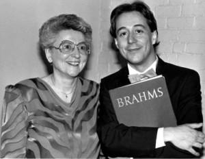 Soeur Claudette Melanson et Richard Boulanger de l'Université de Moncton en tournée de concert en Europe en 1988.