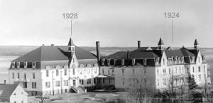 Ajouts à la maison mère des Religieuses de Notre-Dame-du-Sacré-Coeur à Memramcook en 1924 et 1928.