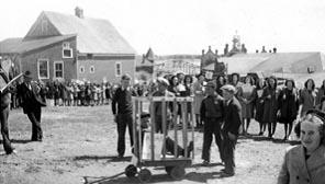 Parade JEC autour du thème « Abattre la tristesse », 1946.