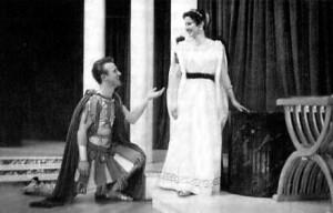 Pièce Andromaque jouée au Collège NDA en 1955. Claudette Maillet dans le rôle d'Hermione et Michel Roy dans celui d'Oreste.