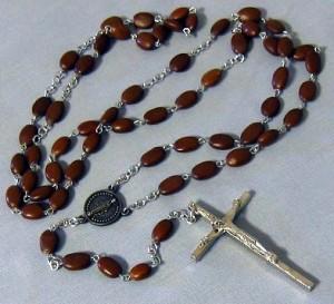 Chapelet fait de pépins, don des Filles de la Charité d'Emmitsburg en 1987.