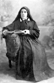 Soeur Marie-Rosalie dans son premier costume de soeur de la Charité (date inconnue).